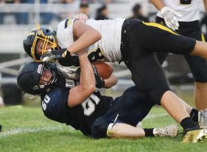 Jed-Weaver-tackling (1)