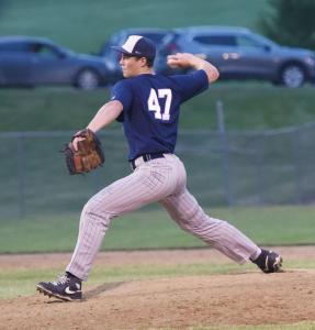bb-Bryson-Ewart-pitching
