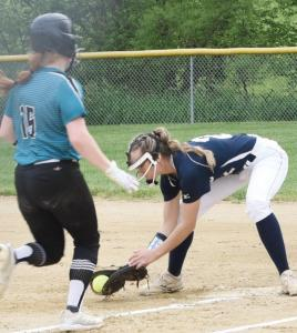 sb-Darcy-Davis-scoops-up-the-ball-just-ahead-of-SWV-runner-to-get-the-out-at-first